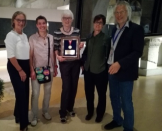 From left Anja Kipar ECVP Sybille Groters ESTP Maja Suter with Olafson Medal Liz McInnes President of European Division of Davis Thompson Foundation Wolfgang Baumgartner ESVP